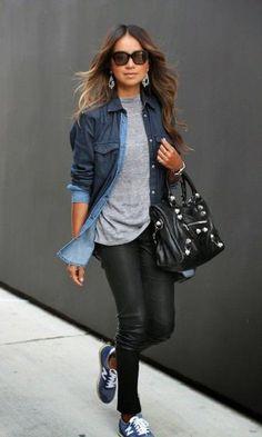 Camiseta cinza + camisa jeans