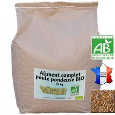 Une Idée pour nos animaux :  Aliment complet poule pondeuse BIO - 25kg Mélange de céréales BIO, de graines entières sauf le maïs qui est aplati, spécialement formulé pour la ponte, l'équilibre et le bien-être des poules pondeuses. Contient du blé, maïs, tourteau de soja, carbonate de calcium, son de blé, gluten de maïs, tourteau de colza, tourteau de pression de tournesol, phosphate bicalcique, chlorure de sodium. Certifié AB (Agriculture Biologique) - Certifié FR-BIO-01 - Garanti sans OGM…