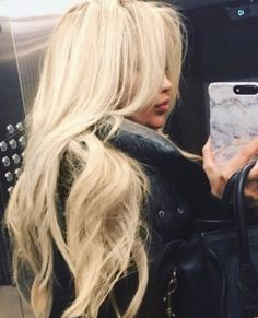 grafika beauty, blonde, and girl Platinum Blonde Hair, Blonde Wig, Blonde Color, Mommy Hairstyles, Bombshell Hair, Alena Shishkova, Color Rubio, How To Lighten Hair, Silky Hair