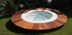 E se prendessimo un drink fruttato a bordo piscina? Questa MINIPISCINA DA ESTERNI è simpatica vero? E anche comoda..#outdoor #piscina http://www.arredamento.it/articoli/articolo/arredo-esterno/2560/minipool-e-spa-il-lusso-del-benessere.html