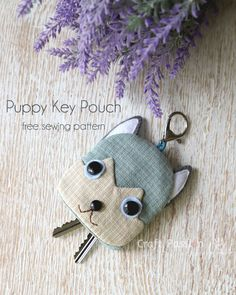 Free sewing pattern to make cute Siberian Husky inspired Puppy Key Pouch, Key Cozy, Key Holder. Template & detailed instructions includes step by step photos for easy understanding.Get the Free Pattern & tutorial on How-To sew this adorable Owl Key P Sewing Patterns Free, Free Sewing, Sewing Tutorials, Free Pattern, Sewing Projects, Dog Crafts, Crafts To Sell, Key Pouch, Key Covers