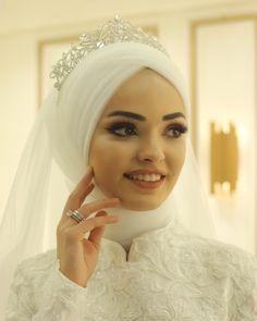 Wedding Abaya, Wedding Hijab Styles, Muslimah Wedding Dress, Muslim Wedding Dresses, Dream Wedding Dresses, Wedding Photography Poses, Wedding Poses, Classy Wedding Dress, Turban Style
