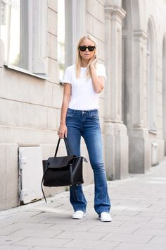 Coolest Ways To Wear Flared Jeans - White Top with Flared Jeans
