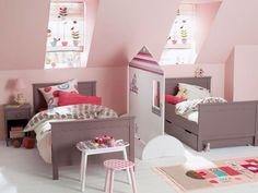 Une chambre pour deux nécessite le plus souvent un aménagement spécifique afin que les deux enfants puissent bénéficier d'un espace qui leur est propre. Solutions imaginées par des architectes ou meubles disponibles dans le commerce, ces différents aménagements sont adaptés à tous les âges. Petit panorama.