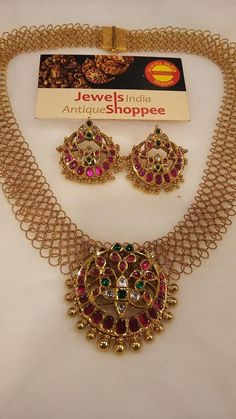 Ultimate 35 Gold Necklace Designs Images Of This Year Ultimate 35 Gold Necklace Designs Images Of This Year Pearl Necklace Designs, Beaded Jewelry Designs, Gold Earrings Designs, Jewelry Patterns, Gold Necklace, Gold Designs, Diamond Necklaces, Gold Temple Jewellery, Gold Wedding Jewelry