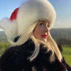 Fur Fashion, Womens Fashion, Fur Hats, Moon Shadow, Secret Life, Fox Fur, Furs, Goddesses, Venus