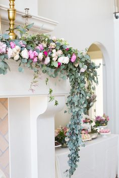 floral-garland-fire-place-mantle