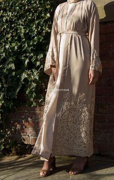 Abaya Style 180777372527623385 - Source by abayasboutique Niqab Fashion, Modern Hijab Fashion, Modesty Fashion, Islamic Fashion, Muslim Fashion, Eid Outfits, Fashion Outfits, Mode Abaya, Hijab Fashionista