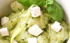 [Spécial #RawFood🍴]  10 recettes à dévorer toutes crues !  #tagliatelles #carpaccio #involtini #boeuf #tataki #thon #saumon #salade #tartare #concombre #avocat #ceviche Carpaccio, Ceviche, Feta, Dairy, Cheese, Cucumber, Salad, Tartarus, Tagliatelle