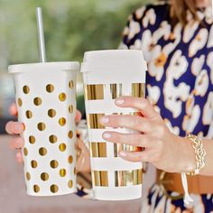 These Kate Spade coffee cups are amazingg. Kate Spade Tumbler, Kate Spade Cup, Cute Water Bottles, Cute Cups, Tumbler With Straw, Gold Polka Dots, Tumbler Cups, Coffee Tumbler, Mug Cup