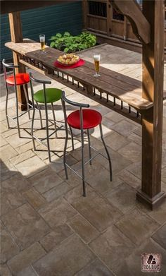 outdoor kitchen idean with Outdoor bar. Made from palettes. Concrete bar top.. this is sweeeeeet lookn'! #outdoorkitchen #outdoorbar