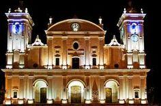 El vecindario y la Catedral de Asunción.