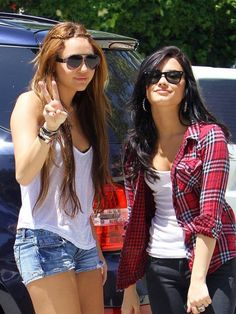 With Miss Demi Lovato. Perfect Outfit for a Picnic.