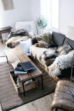 Living Room with Fur Blankets (Wohnzimmer mit Felldecken)