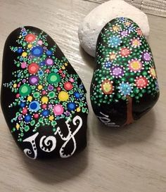 Rock painting ideas easy - 42 Sweet Rock Painting Design Ideas For Your Home Decor – Rock painting ideas easy Rock Painting Patterns, Rock Painting Ideas Easy, Dot Art Painting, Rock Painting Designs, Pebble Painting, Pebble Art, Paint Designs, Stone Painting, Mandala Painted Rocks