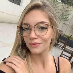 glass jewelry for your face shape frames makeup glasses New Glasses, Girls With Glasses, Round Lens Sunglasses, Sunglasses Women, Glasses Frames Trendy, Glasses Trends, Lunette Style, Fashion Eye Glasses, Sunglass Frames