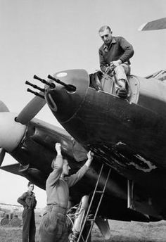Armorers prepare a De Havilland Mosquito FB Mark VI of No. 23 Squadron RAF for night operations at Pomigliano, Italy. Air Force Aircraft, Ww2 Aircraft, Military Aircraft, Airplane History, De Havilland Mosquito, History Online, Ww2 Planes, Fighter Pilot, Royal Air Force