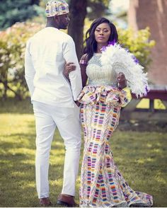Dear Fashion Savvy Ladies, We are writing to let you know that kente has come to impress us with amazing designs. Kente is not as common as Ankara which makes it an appealing fabric. African Wedding Attire, African Attire, African Wear, African Fashion Dresses, African Women, African Weddings, African Style, Ghana Traditional Wedding, Kente Dress