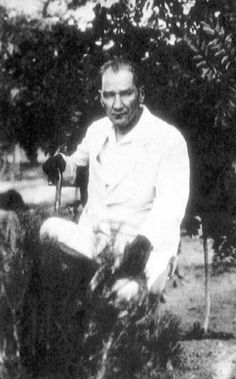 300 little known photos of Atatürk Republic Of Turkey, The Republic, Historical Quotes, Historical Pictures, Old Pictures, Old Photos, Contemporary History, Turkish People, Turkish Army