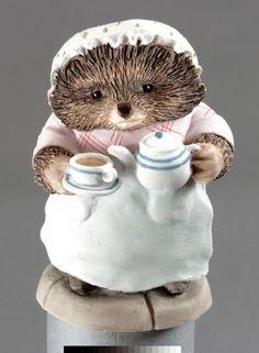 Mrs Tiggywinkle Pouring Tea - Beatrix Potter Figurine
