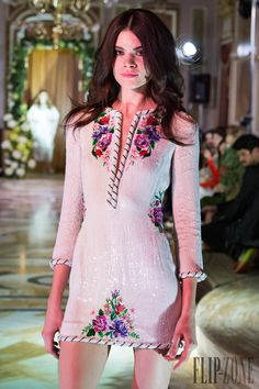 Yulia Yanina – 81 photos - the complete collection Chanel, Costume, Beaded Embroidery, Diy Clothes, Cruise, Ready To Wear, Short Dresses, Dress Up, Collection