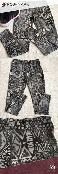 👫 Girls' Active Leggings Size 10-12 girls active leggings in a distressed tribal print. In excellent condition! Brand is KISS Girls. 88% polyester 12% spandex. Bottoms Leggings