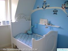Romantiskt barnrum i blått.