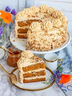 Golden Key Caramel Cake Recipe (video) - Tatyanas Everyday Food Homemade Cake Recipes, Best Cake Recipes, Sweet Recipes, Dessert Recipes, Just Desserts, Delicious Desserts, Caramel Recipes, Caramel Cakes, Golden Key