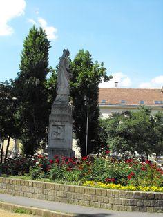 Rózsák tere. Szent Erzsébet szobor
