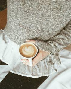 """Polubienia: 336, komentarze: 18 – Kornelia Kuźma (@korneliakuzma) na Instagramie: """"morning coffee and some details ✨☕💫    późne dzień dobry z pyszną kawą. staram się jak tylko mogę…"""""""