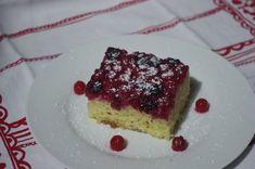 """Le gâteau renversé groseilles/cassis de Laatitia du blog """"Laetycuisine.over-blog.com"""" inspiré du blog """"Novice en cuisine"""" Cheesecake, Desserts, Blog, Recipe, Kitchens, Plate, Red, Embroidery, Cheesecakes"""