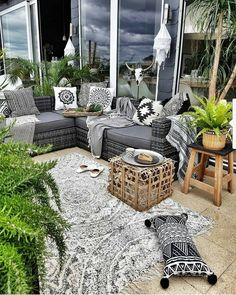 Decorate The Outdoors – Outdoor Patio Decor Outdoor Living Rooms, Living Room On A Budget, Outdoor Spaces, Outdoor Decor, Outdoor Seating, Porch Furniture, Outdoor Furniture Sets, Furniture Nyc, Deco Boheme Chic