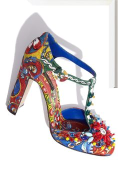 Party on your foot! #DolceGabbana's embellished pumps #10022Shoe