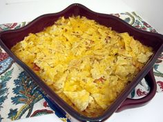 Fiesta Chicken Casserole (Printable Recipe) 3 cup cooked chopped chicken 1 cup instant rice (uncooked) 1 can cream of chicken soup (I used fat free) 1 can Rotel diced tomatoes and chiles, undrained 1 Tbsp Southwestern or Taco seasoning Fiesta Chicken, Chicken Rice, Mexican Chicken, Ranch Chicken, Broccoli Chicken, Chicken Cheese Casserole, Great Recipes, Favorite Recipes, Supper Recipes