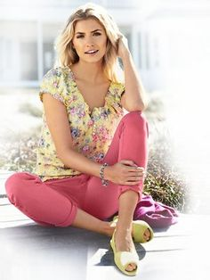 #HeineShoppingliste Bluse mit Blumen-Print, Colourdenim-Jeans in koralle