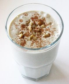 A Sweet Banana Bread Smoothie That Supports Weight Loss cup low-fat cottage cheese cup vanilla almond milk medium banana (frozen or fresh) 1 scoop vanilla protein powder 2 tablespoons chopped walnuts teaspoon vanilla extract 1 teaspoon ci Protein Smoothies, Smoothie Proteine, Smoothie Recipes, Shake Recipes, Fruit Smoothies, Breakfast Smoothies For Weight Loss, Weight Loss Smoothies, Chia Seed Recipes For Weight Loss, Healthy Drinks