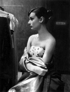 Audrey Hepburn ~ Vintage Oscars Photos That Will Take You On A Trip Back In Time