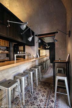 Buscas taburetes para la barra de tu local? Los taburetes #tolix son los ideales!