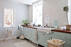 Snygg ordning, fina prylar och bästa tipsen för en lantlig stil i tvättstugan