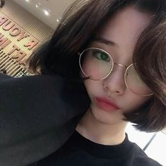 ✿ Ulzzang Pics。 in 2020 Ulzzang Korean Girl, Cute Korean Girl, Cute Asian Girls, Cute Girls, Ulzzang Short Hair, Uzzlang Girl, Dream Pop, Pretty Asian, Girl Short Hair