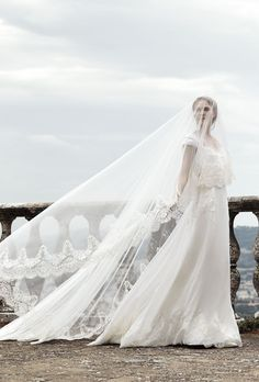 La nouvelle collection de robes de mariée Forever 2016 d'Alberta Ferretti http://www.vogue.fr/mariage/interview/diaporama/les-inspirations-mariage-dalberta-ferretti/20638/carrousel#la-nouvelle-collection-de-robes-de-marie-forever-2016-dalberta-ferretti
