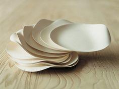 Japanese designer Shinichiro Ogata designed for Wasara a complete set of disposable dinnerware
