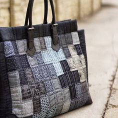 Cross patchwork bag . . . #퀼트앤돌디자인 #애나스튜디오  #가방디자인 #작품판매  #주문제작  #애나백  #퀼트 #퀼트가방  #quiltndolldesign #annastudio  #bagdesign  #ordermade #annabag #quilt #quilting  #patchworkbag #handwork