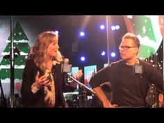 Jennifer Nettles Hosts the 4th CMA Country Christmas (+playlist)
