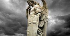 Arcibiskup Viganò prosí biskupov a kňazov, aby sa na Bielu sobotu pomodlili exorcizmus 'proti satanovi' Saint Michael Statue, St Michael, Plan Of Salvation, Jesus Resurrection, The Evil Within, Jesus Art, Goddess Of Love, Archangel Michael, Persecution