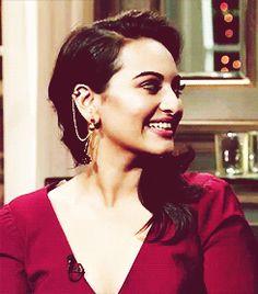 sonakshi sinha   Tumblr Beautiful Bollywood Actress, Beautiful Actresses, Sonakshi Sinha, South Actress, Bollywood Actors, Sexy Asian Girls, Actress Photos, My Beauty, Indian Actresses