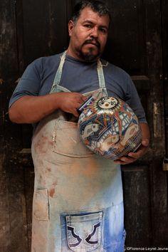 Manuel Morales, ceramist ( Tzintzuntzan, Michoacan, Mexico). (Manuel's workshop is located in the church's atrium) telefono Mexico: 443 3948167 correo: moralestz@yahoo punto com Photography © Florence Leyret Jeune