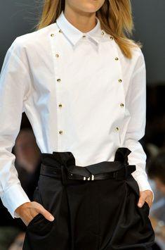 Guy Laroche at Paris Fashion Week Spring 2014 - Details Runway Photos White Fashion, Look Fashion, Fashion Outfits, Womens Fashion, Guy Fashion, Classic White Shirt, Guy Laroche, White Shirts, Corsage
