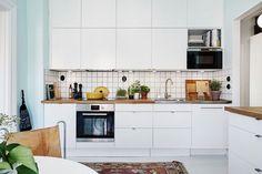 bílá kuchyně s dřevěnou deskou - Hledat Googlem
