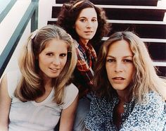 PJ Soles, Nancy Loomis, and Jamie Lee Curtis in HALLOWEEN. The trio from Halloween. Fun Trivia both Nancy Kyes (Loomis) and Jamie Lee Curtis acted together in Halloween and The Fog. Nancy Kyes went on to sculpting after a brief acting career. Films D' Halloween, Halloween Horror, Halloween 2018, Halloween Jamie, Happy Halloween, Halloween Makeup, Halloween Ideas, Halloween Party, Michael Myers